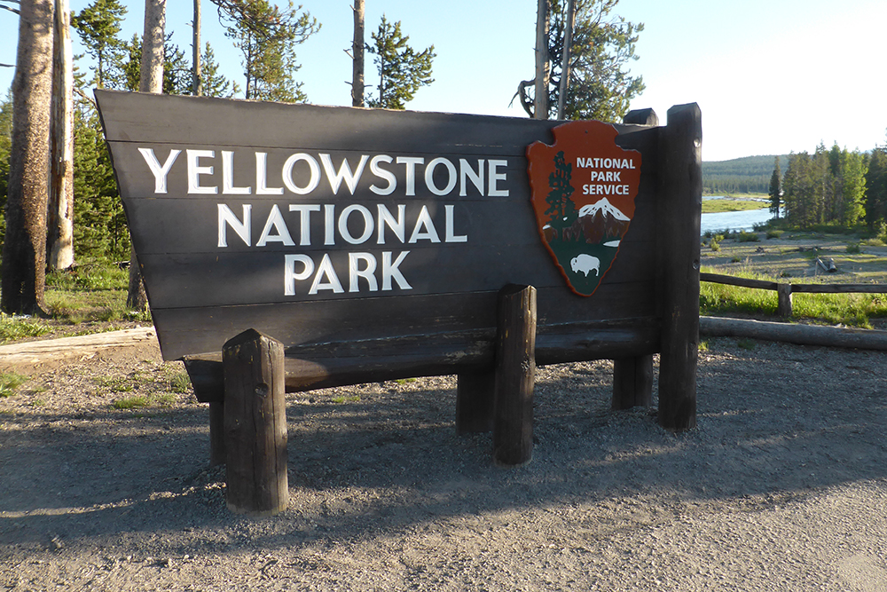 Yellowstone National Park Sign4820